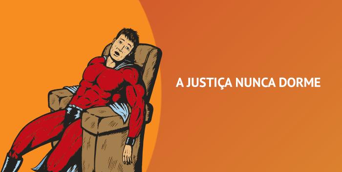 """super herói deitado no sofá cansado e ao lado a frase """"a justiça nunca dorme"""""""
