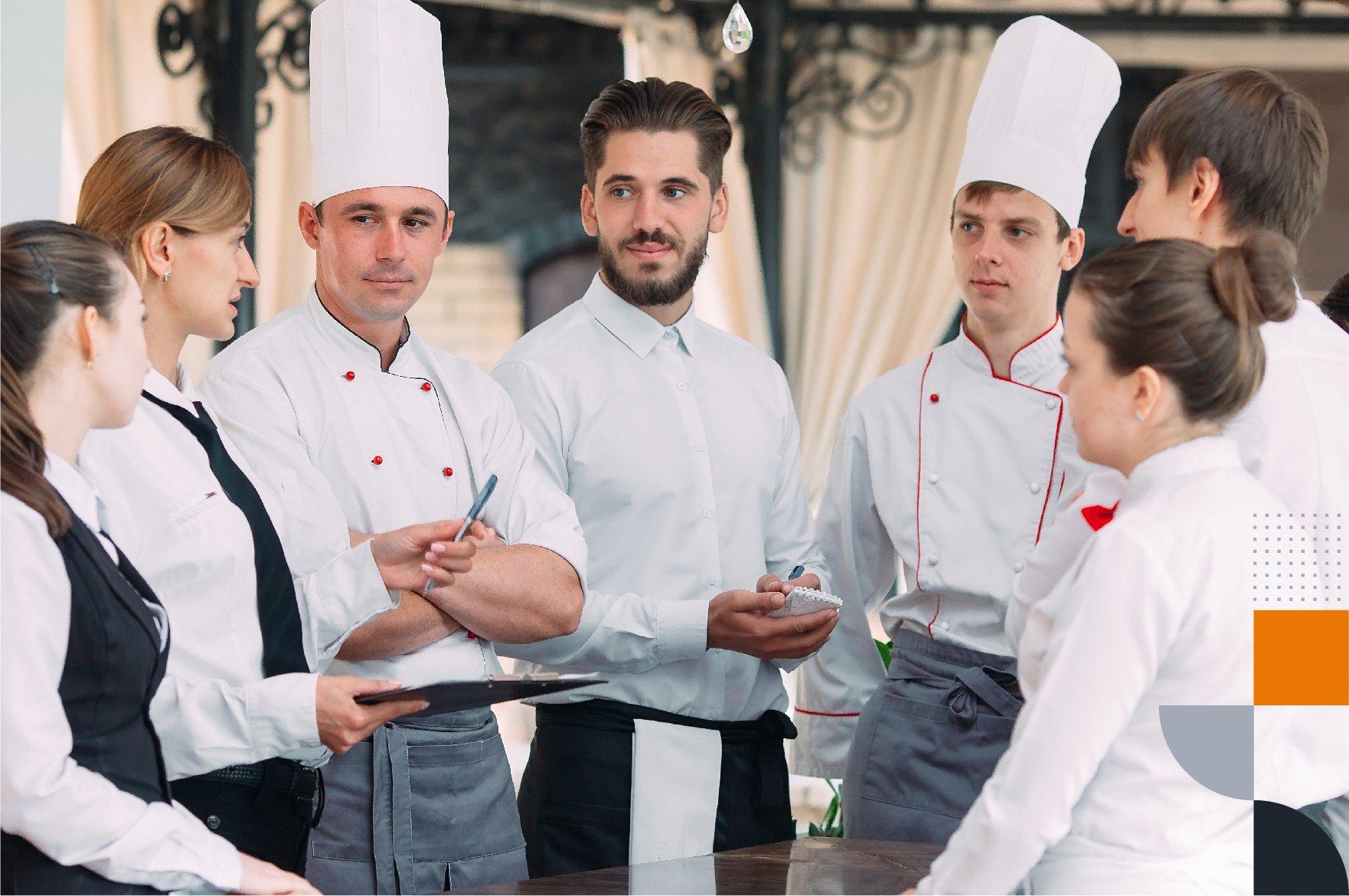 imagem com uma roda de sete pessoas que representam uma equipe de restaurante