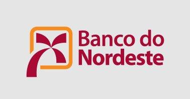 Logo banco do Nordeste nas cores vermelho escuro e laranja em um fundo cinza