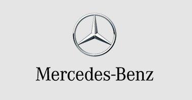 Logo Mercedes Benz nas cores preto e cinza em um fundo cinza