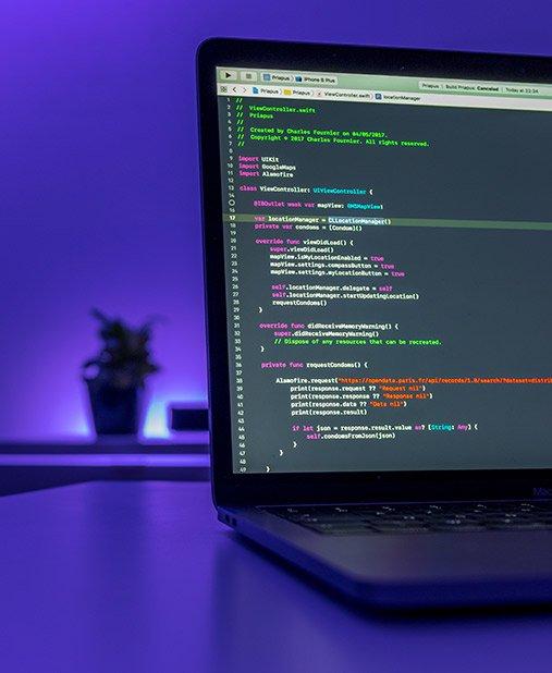 Computador com código de desenvolvimento de software