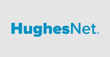 Logo Hughes azul em um fundo cinza